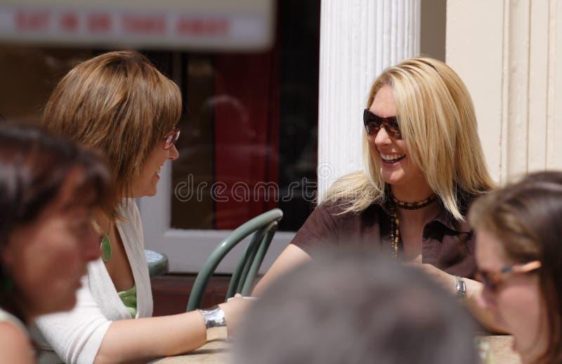 中断有咖啡的朋友二 库存照片