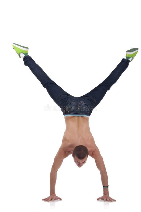 中断舞蹈演员新他显示的技能 免版税图库摄影