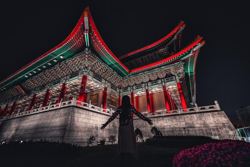 中正纪念堂在晚上 台北,TaiwanThe美丽的国家音乐厅在自由广场在晚上 台北,Taiw 库存图片