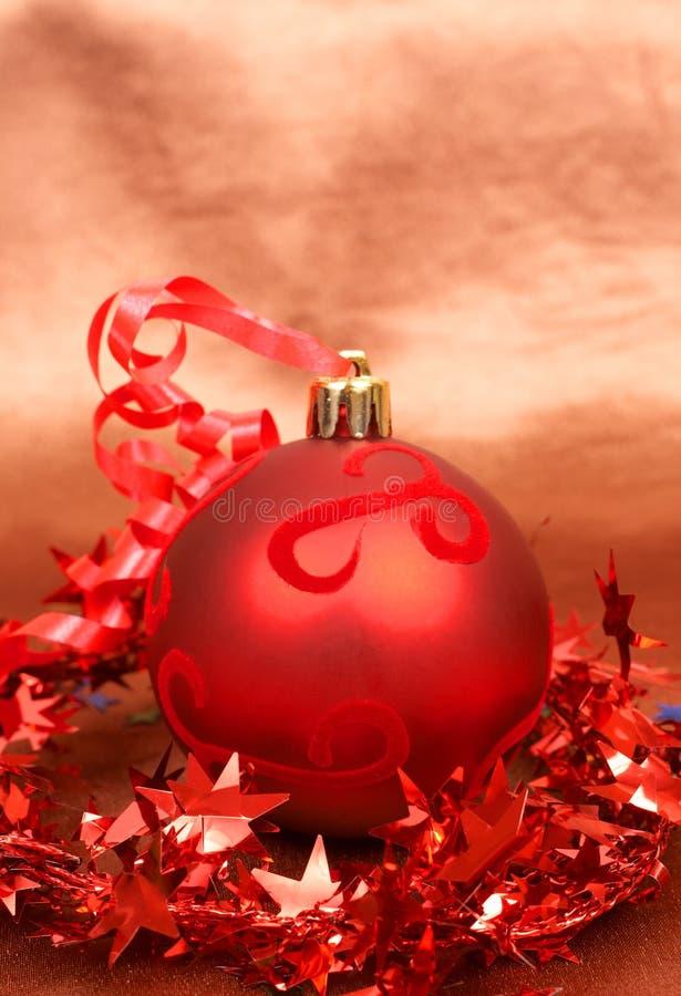 Download 中看不中用的物品圣诞节红色 库存照片. 图片 包括有 闪闪发光, 星形, 庆祝, 五颜六色, 红色, 金黄 - 22351052