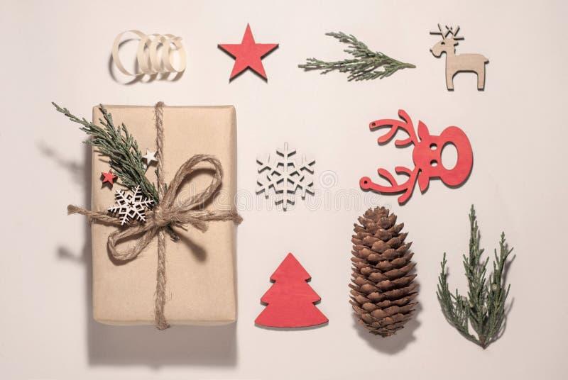 中看不中用的物品蓝色圣诞节构成玻璃 圣诞礼物,圣诞节 免版税库存图片