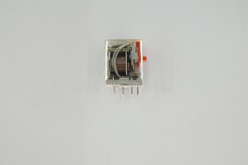 中转是打开并且关闭受另一条电路的控制的一个电子开关 库存图片