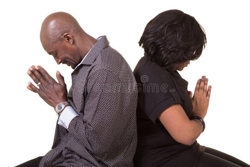 中部年迈的夫妇祈祷 库存图片
