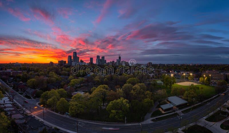 中间地区在日落期间的多伦多全景 库存照片