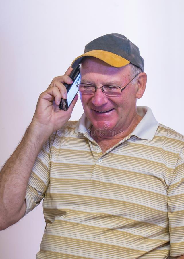 中年人谈话在手机 免版税库存图片