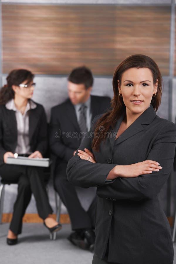 中间成人女实业家画象  免版税库存图片