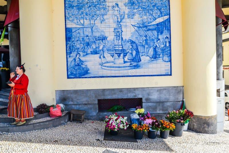 丰沙尔- Maderia的花卖主 库存图片