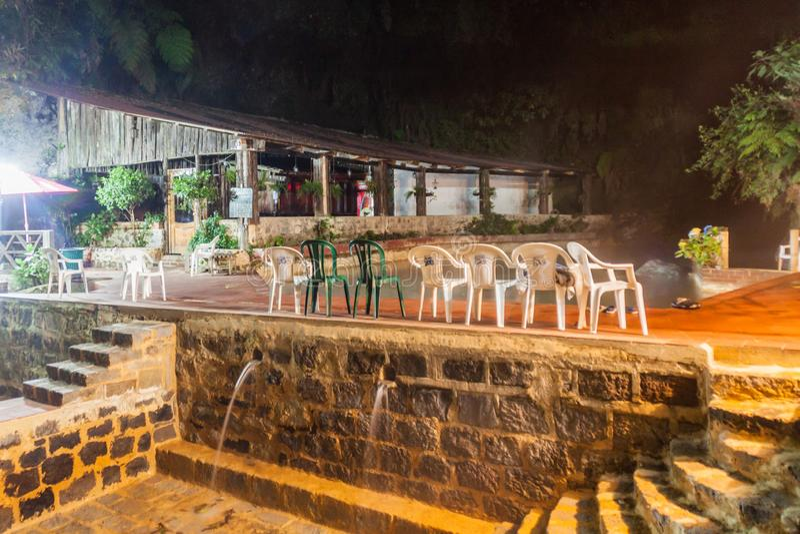 丰特斯GEORGINAS,危地马拉- 2016年3月21日:一个热量水池Funtes乔治娜的夜视图 免版税库存照片