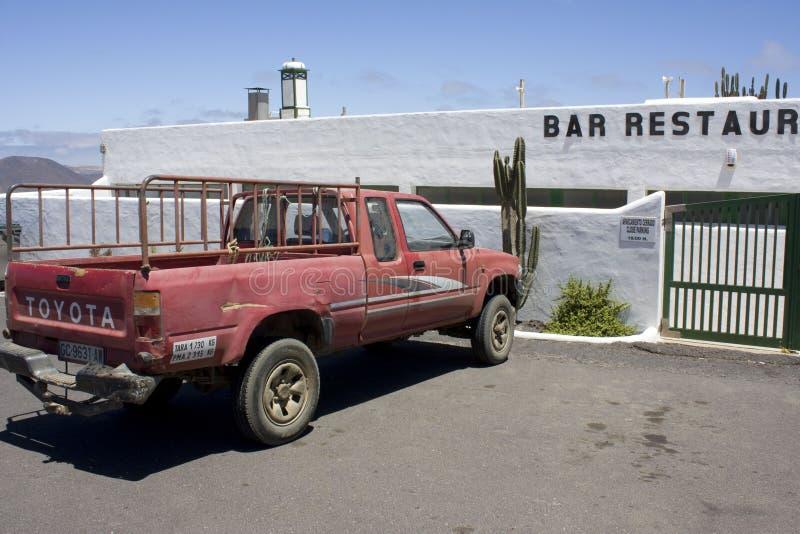 丰田停车场在酒吧餐馆 图库摄影