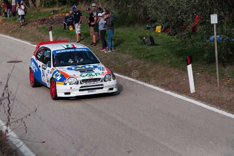 丰田卡罗拉在老赛车集会的WRC 1997年传奇2017年 免版税图库摄影