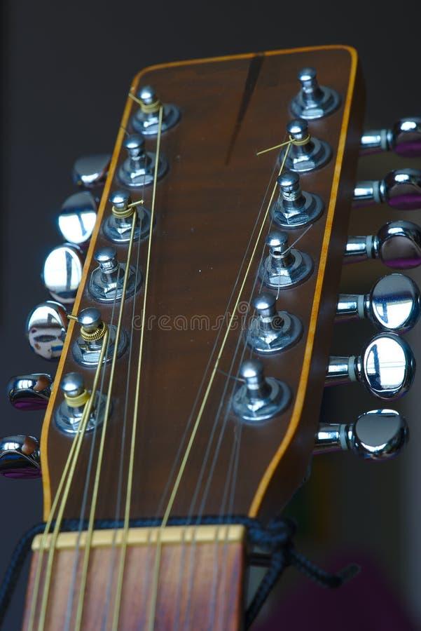 12串电声的吉他,顶头和机械 库存图片