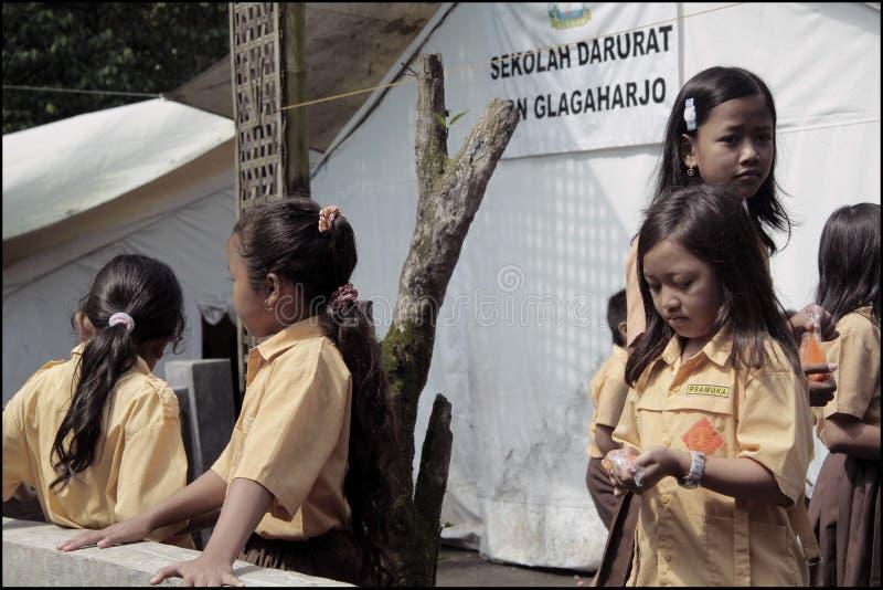 临时学校情况在Merapi山的爆发的以后撤离营房 免版税库存图片