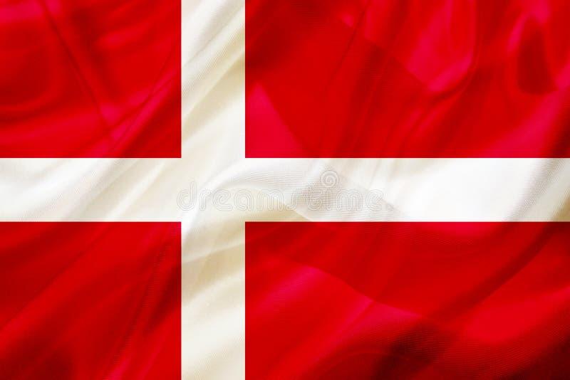 丹麦在丝绸或柔滑的挥动的纹理的国旗 皇族释放例证