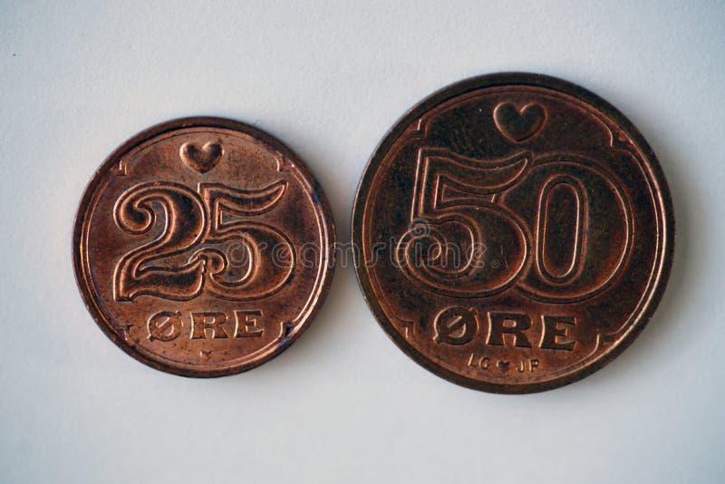 丹麦硬币-半克朗和1/4冠 免版税库存图片