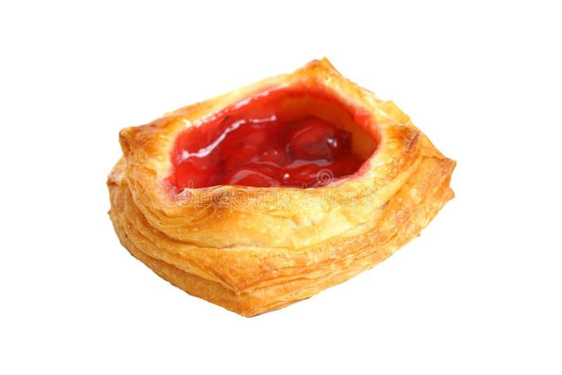 丹麦酥皮点心填装了山莓果酱,选择聚焦,隔绝在白色 免版税库存图片