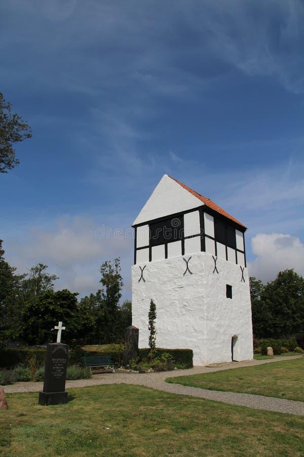 丹麦阿基尔基比一座美丽的尼拉斯教堂的垂直拍摄 库存图片