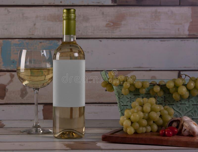 为一顿膳食做准备用在乡间别墅场面的白葡萄酒,在墨西哥 图库摄影