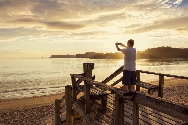 为与智能手机的美好的日落照相 免版税图库摄影