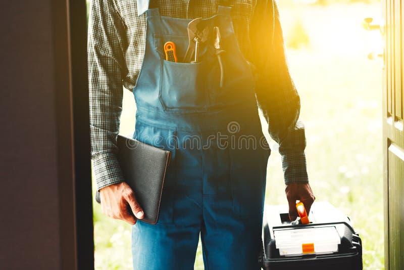 为人,水管工或者电服务 免版税库存照片