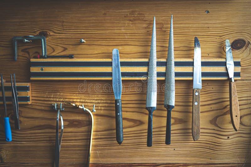 为仪器的工具在craftman车间的墙壁上 库存图片