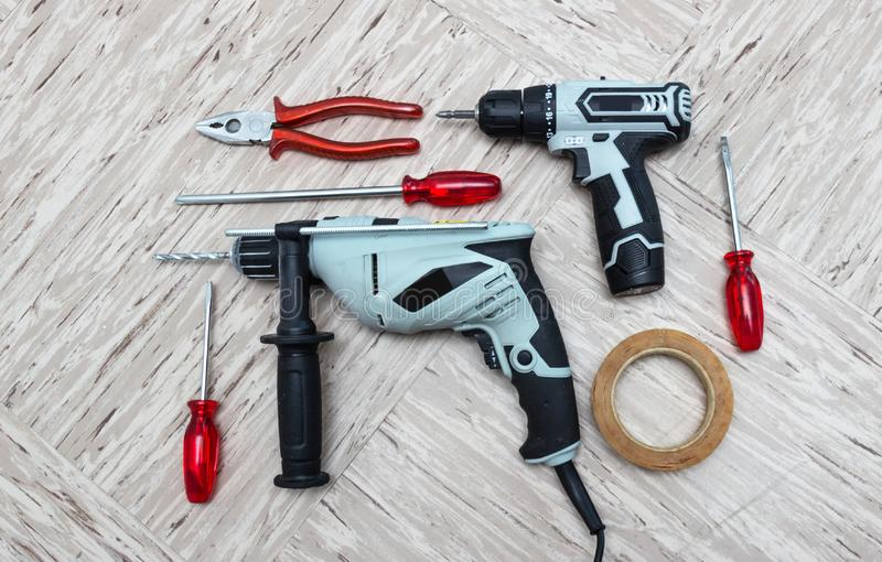 为修理的工具,螺丝刀,电钻,电镀物品螺丝刀, 免版税库存照片