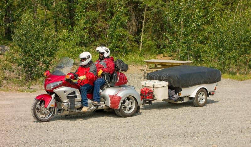 为冒险包装的摩托车 免版税库存照片