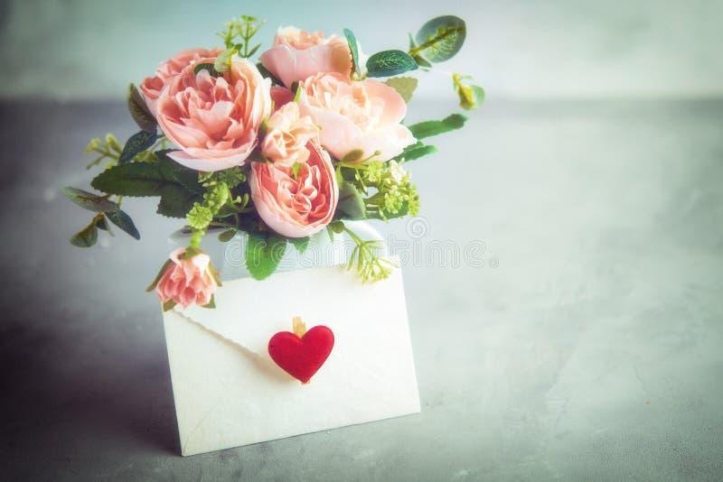 为华伦泰` s,母亲` s或妇女` s天开花构成 静物画 浪漫软的柔和的艺术性的图象,t的自由空间 免版税图库摄影