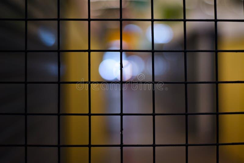 为商店关闭的滤网门 图库摄影