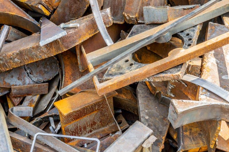 为回收存放的废金属片断 库存照片