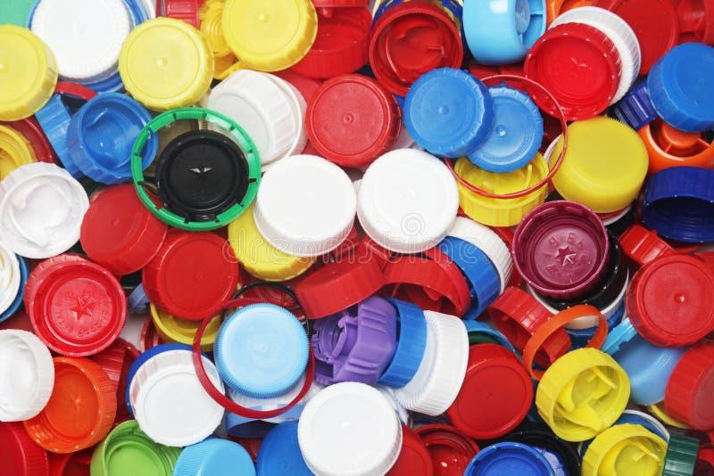 为回收收集的塑料瓶盖 免版税库存图片