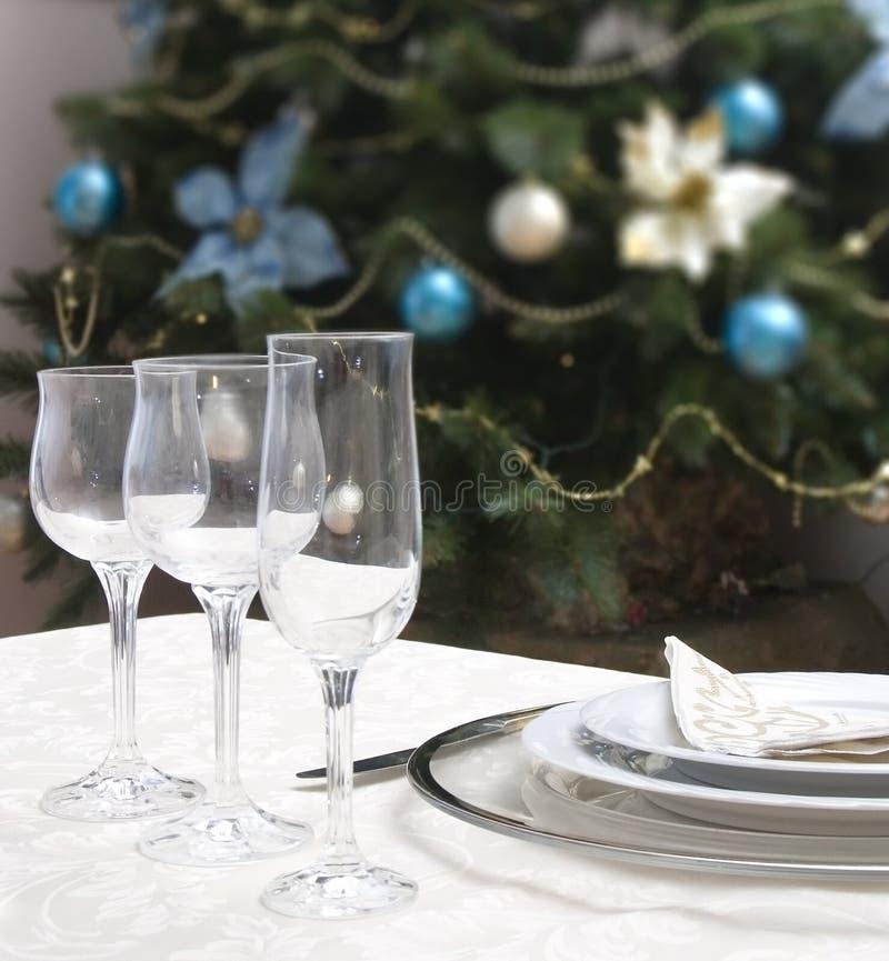 为圣诞节布置的表 免版税库存照片