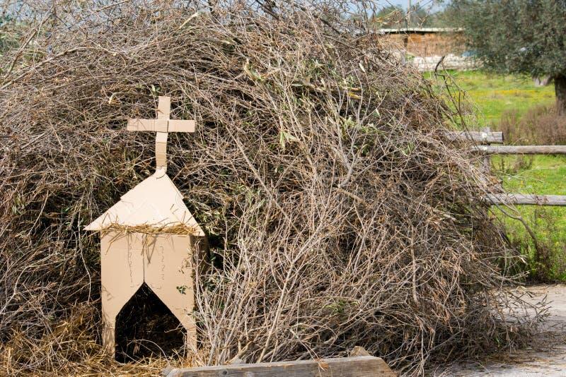 为在O的篝火木头准备的堆的水平的看法 库存照片