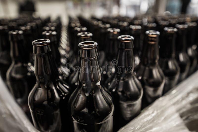 为填装准备的瓶 免版税库存照片