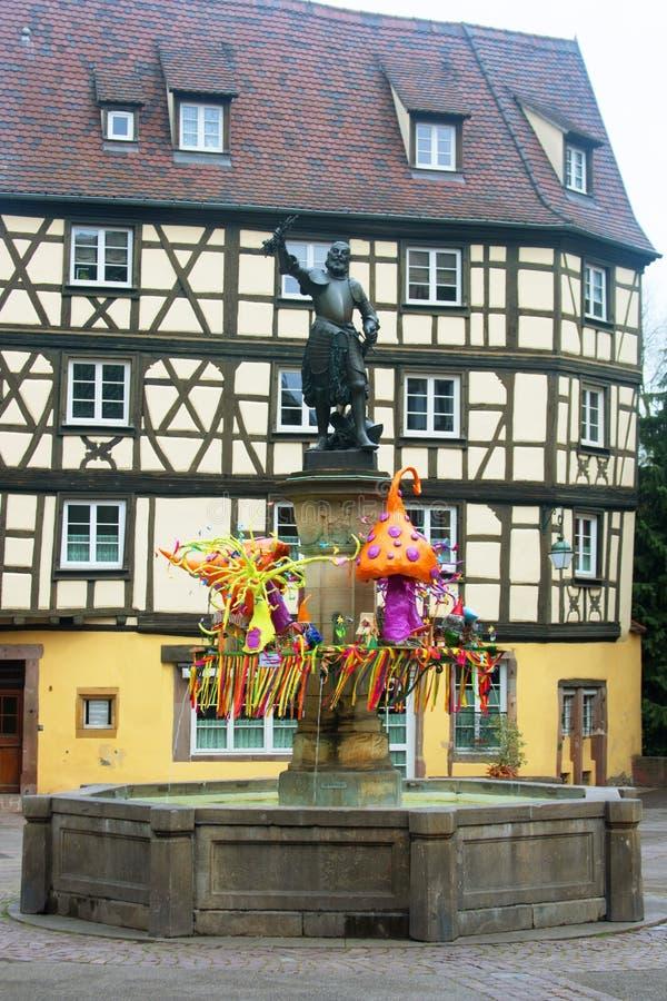 为复活节装饰的拉撒路冯施文迪雕象,科尔马法国 免版税库存照片