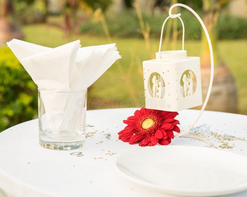 为婚姻布置的典雅的桌 免版税库存照片