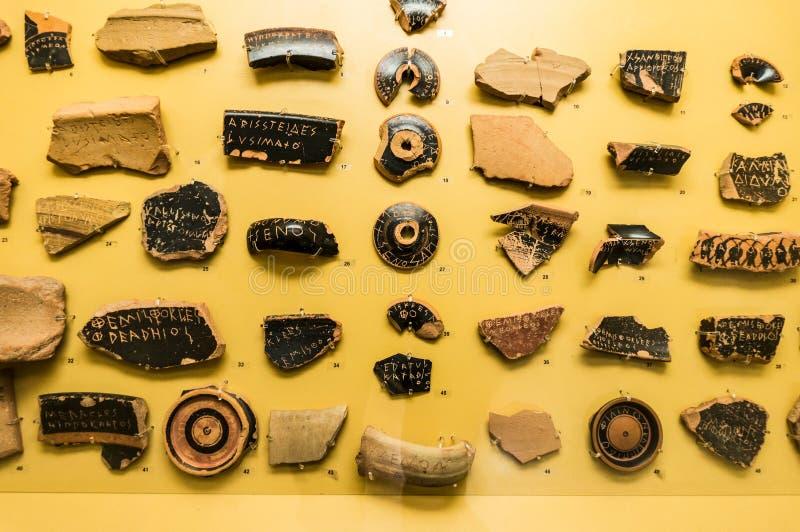 为民主BC投票使用的古老陶瓷在雅典5世纪 库存图片