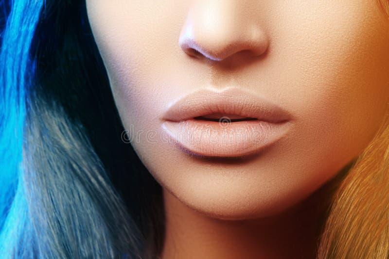为温泉沙龙射击的秀丽 特写镜头画象秀丽妇女 自然嘴唇closep 性感和充分的嘴唇 清洗皮肤 免版税库存图片