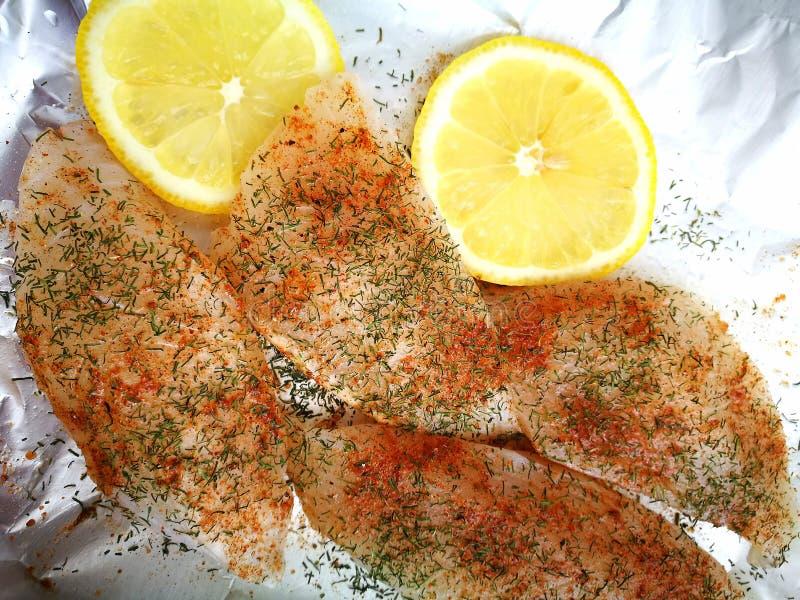 为烘烤准备的鱼 免版税库存照片