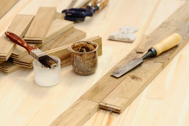 为的木匠工具与木头一起使用 免版税图库摄影
