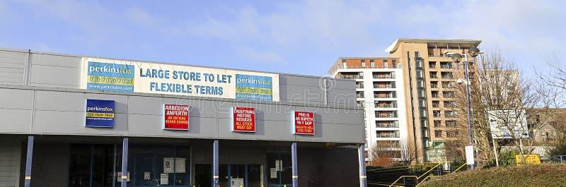为租务做广告的空的零售单位 免版税库存照片