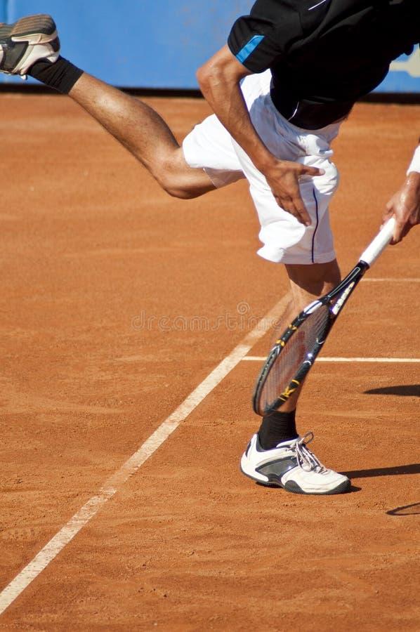 为网球服务 免版税库存照片
