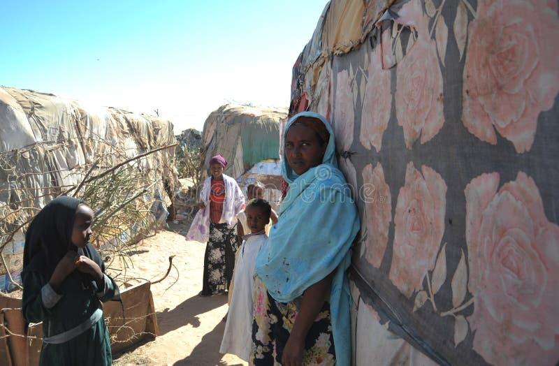 为非洲难民和被偏移的人民野营在哈尔格萨的郊区在索马里兰在联合国占卜下。 免版税库存图片