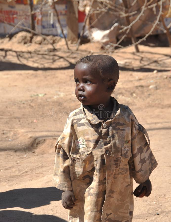 哈尔格萨,索马里:为非洲难民和被偏移的人民野营在哈尔格萨的郊区在图片