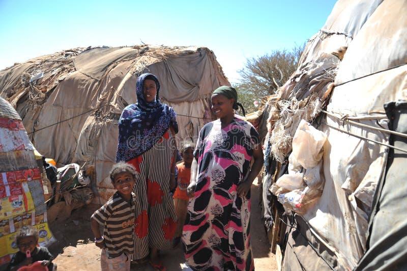 为非洲难民和被偏移的人民野营在哈尔格萨的郊区在索马里兰在联合国占卜下 免版税库存图片