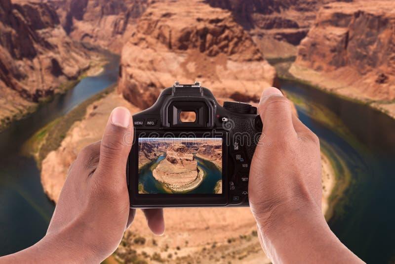为马掌弯照相的摄影师 库存图片