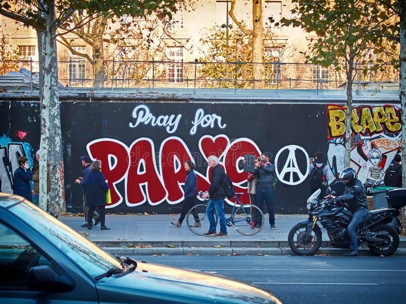 为巴黎题字祈祷 免版税库存照片