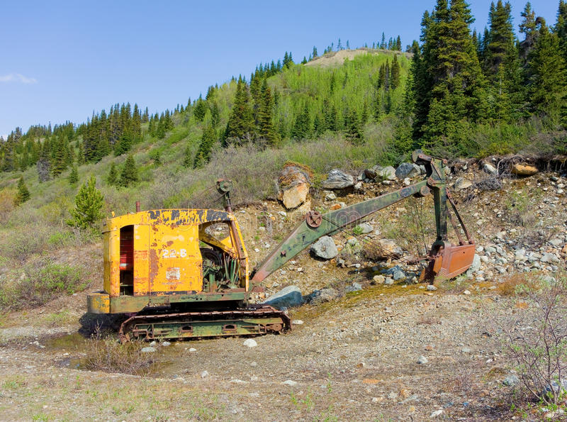 为BC开掘矿石使用的挖掘机在金矿在北 库存照片