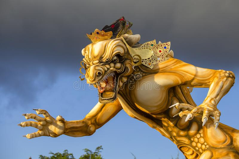 为Ngrupuk游行塑造的Ogoh-ogoh雕象,在甚而发生Nyepi天在巴厘岛,印度尼西亚 免版税库存图片