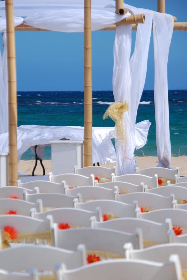 主持海运婚礼 免版税库存图片