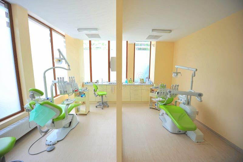 主持牙齿牙科医生办公室孪生 免版税库存图片